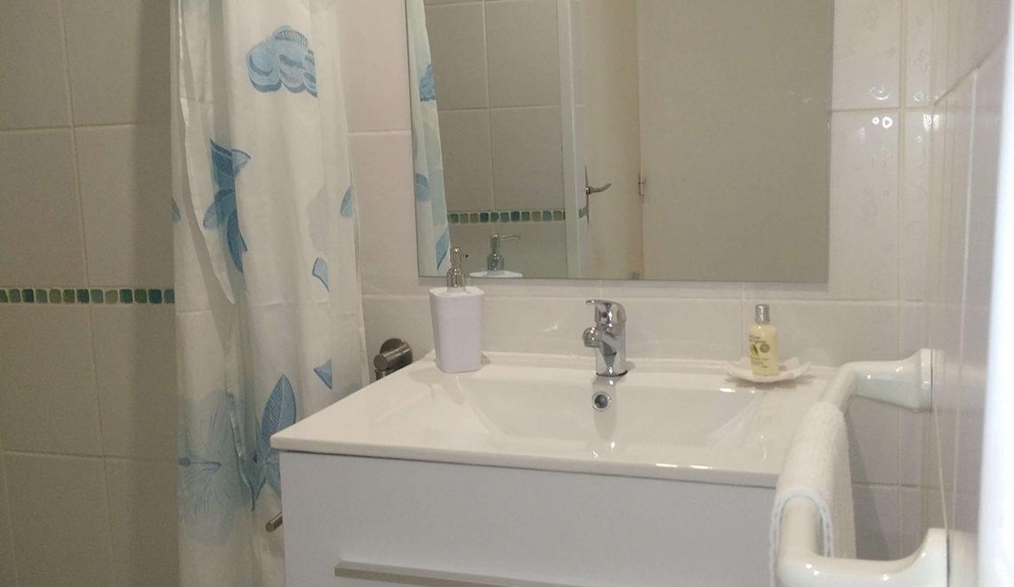 salle de bain studio Coton - les jardins de Laclos